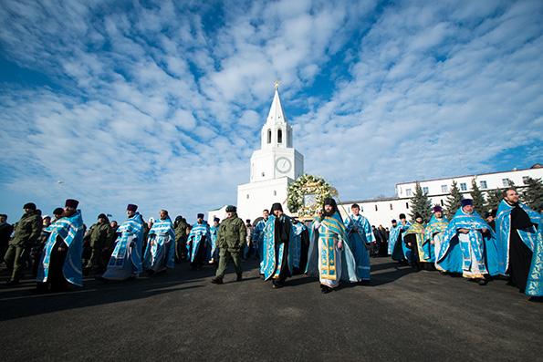 Тысячи верующих прошли крестным ходом на место явления Казанской иконы Божией Матери