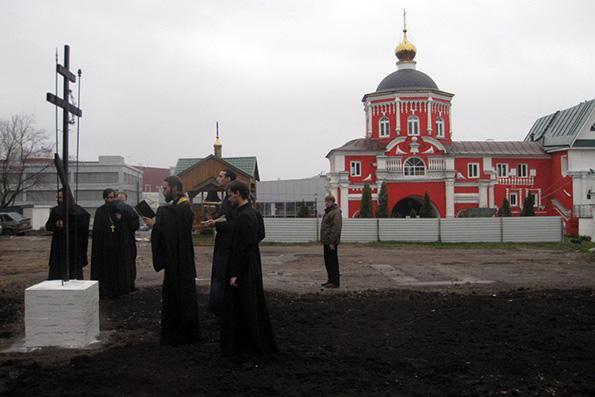 В Кизическом монастыре на месте разрушенного Введенского собора установлен поклонный крест