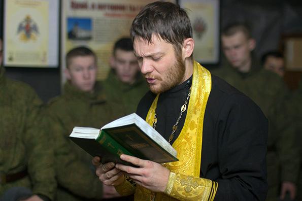 На полигоне Казанского танкового училища прошла Божественная литургия