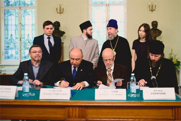 Подписан договор о сотрудничестве между КазДС, РИИ и светскими вузами