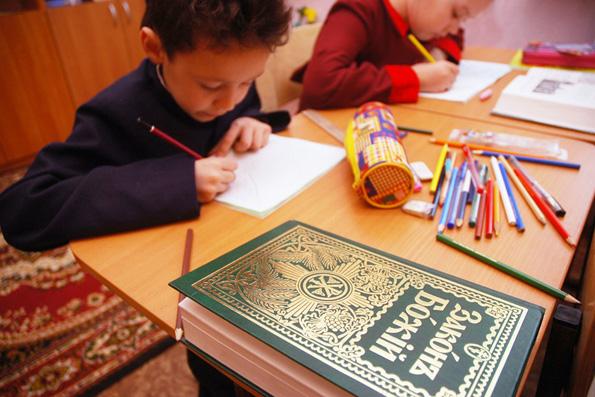 Во многих школах страны отсутствует возможность свободного изучения основ православия