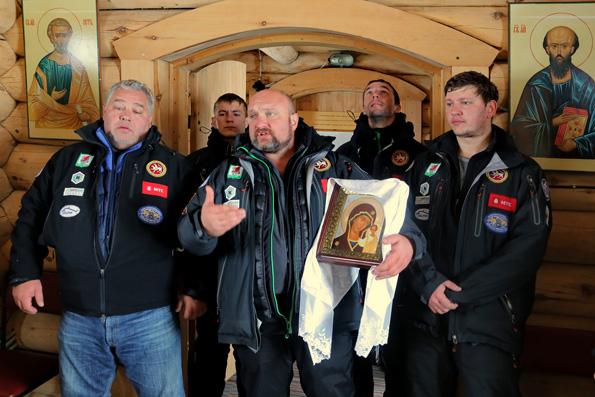 Казанские дайверы передали полярникам Антарктиды Казанскую икону Богородицы