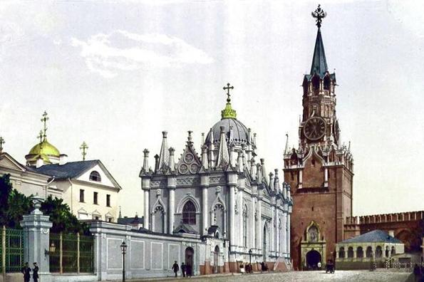 Президент России инициировал восстановление в Кремле двух монастырей и церкви