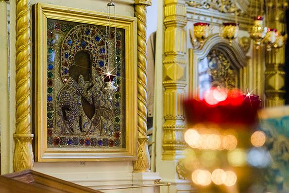 Перед чудотворной Феодоровской иконой совершено акафистное пение