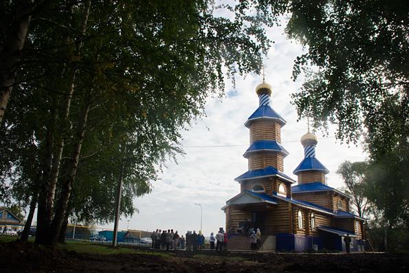 В селе Ленино освящен новый храм