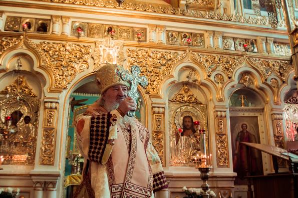 В день памяти святителя Николая Чудотворца митрополит Феофан совершил Литургию в Никольском соборе Казани
