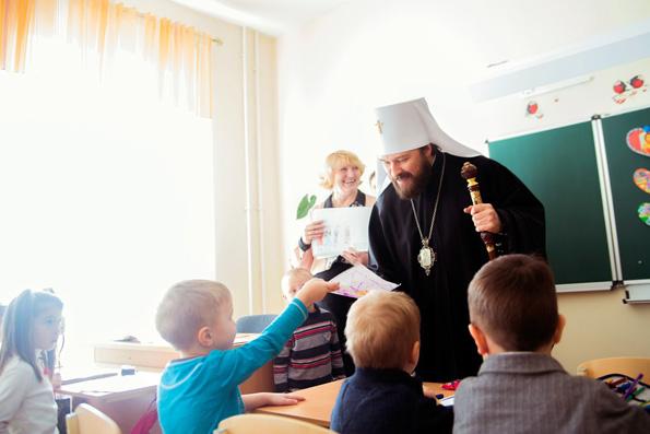 Митрополит Иларион с детьми