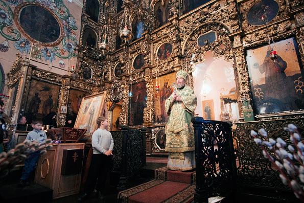В праздник Входа Господня в Иерусалим митрополит Анастасий совершил литургию в Петропавловском соборе