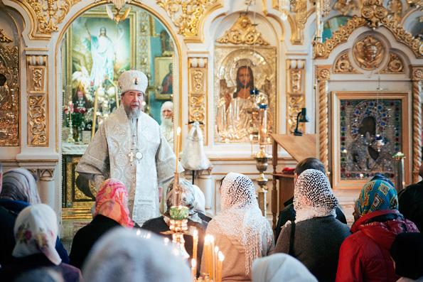 В Великую субботу митрополит Анастасий совершил богослужение в Никольском соборе города Казани
