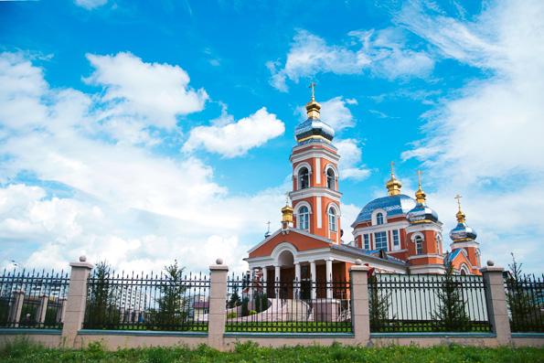 Митрополит Феофан возглавил престольные торжества в храме Серафима Саровского