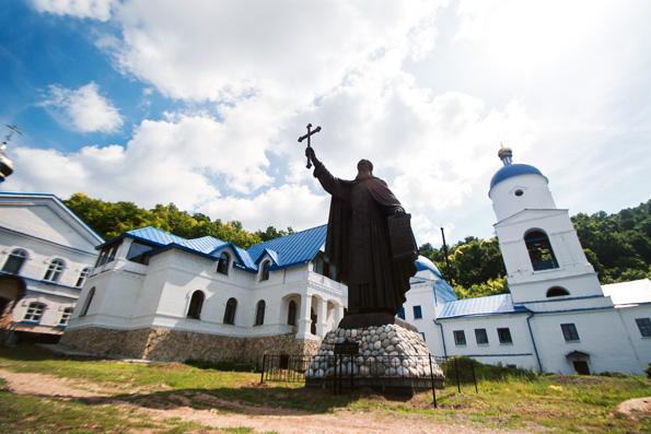 Макарьевский монастырь отметил престольный праздник
