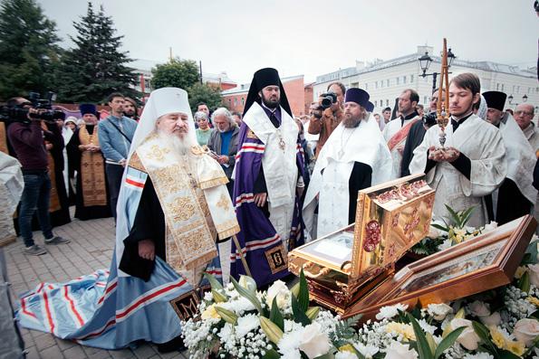 Ковчег с мощами святого равноапостольного князя Владимира торжественно прибыл в Казань