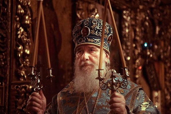 Председатель Издательского Совета Русской Православной Церкви и глава Татарстанской митрополии совершили всенощное бдение в Петропавловском соборе Казани