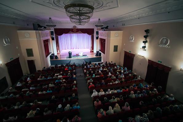 В ходе посещения Зеленодольского благочиния состоялась встреча митрополита Феофана с прихожанами местных храмов