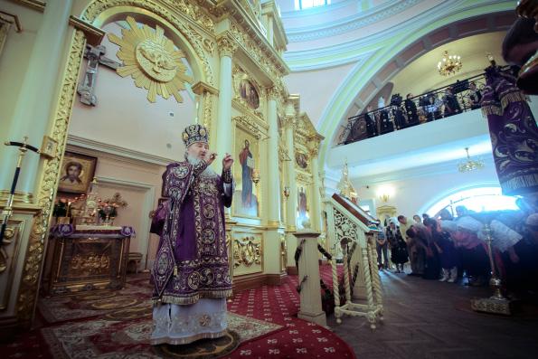 В праздник Крестовоздвижения глава Татарстанской митрополии совершил Литургию в Казанско-Богородицком монастыре столицы