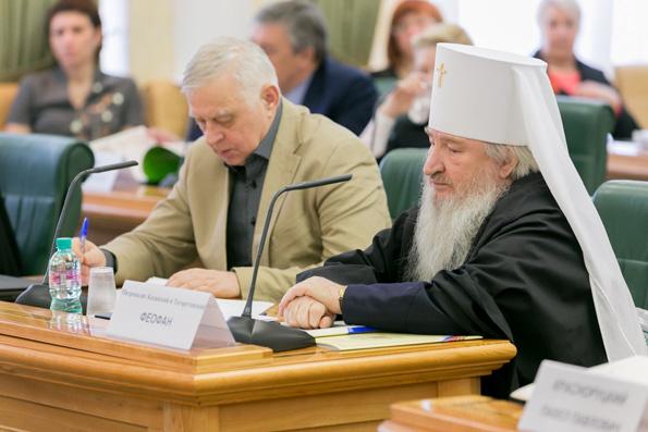 В рамках Рождественских парламентских встреч митрополит Феофан выступил с докладом в Совете Федерации