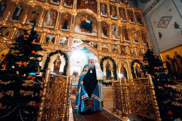 Вечером в канун Богоявления митрополит Феофан совершил всенощное бдение на архиерейском подворье в честь сщмч. Кирилла
