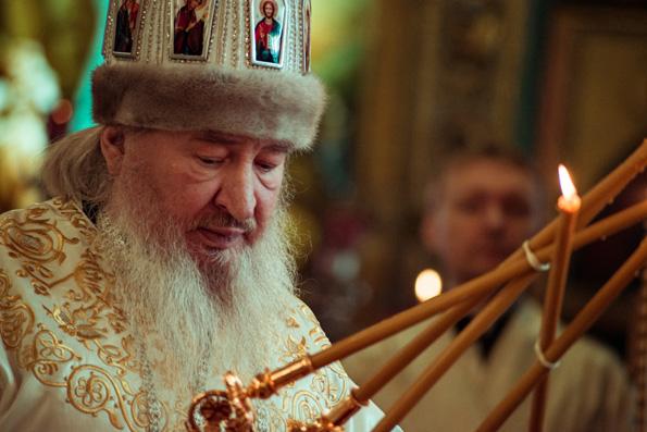 В Рождественский сочельник митрополит Феофан совершил богослужение в Никольском кафедральном соборе Казани