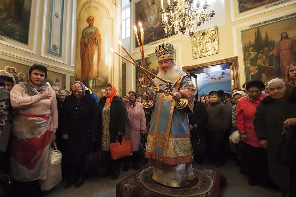 Митрополит Феофан совершил Литургию в престольный праздник Покровского храма города Казани