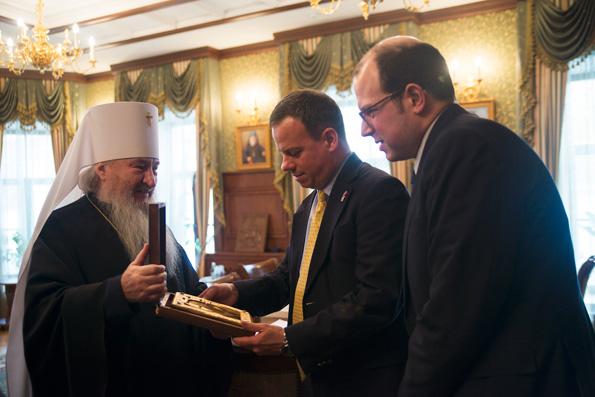 Глава Татарстанской митрополии принял сотрудников Посольства США