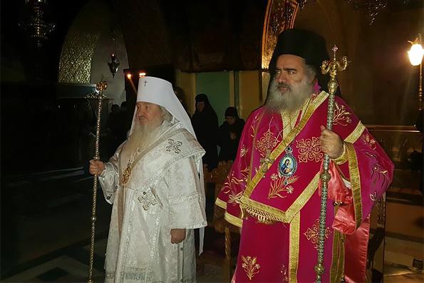 Глава Татарстанской митрополии совершил Литургию в храме Гроба Господня в Иерусалиме