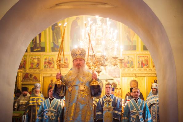 В праздник Введения во храм Богородицы митрополит Феофан совершил Литургию в Иоанно-Предтеченском монастыре