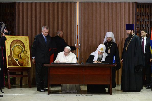 Патриарх Кирилл и Папа Римский Франциск подписали итоговую декларацию под Казанским образом Божией Матери