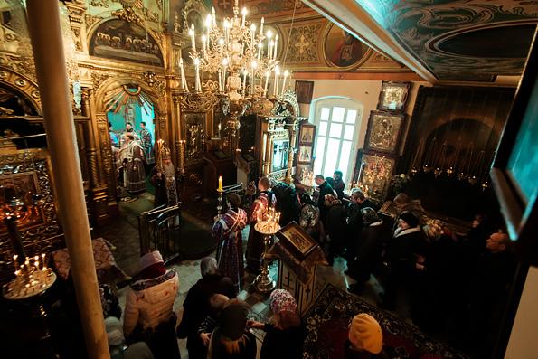 Митрополит Феофан возглавил престольный праздник храма Ярославских чудотворцев города Казани