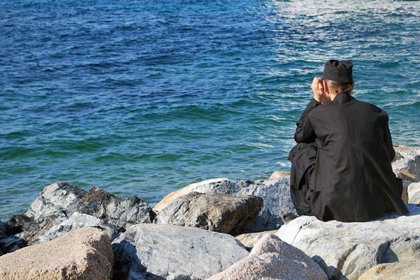 Как греческий батюшка поил живой водой прохожих