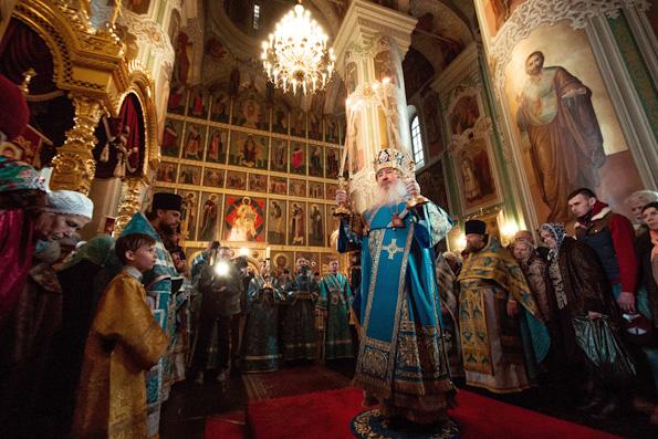 В праздник Благовещения митрополит Феофан возглавил престольные торжества в соборе Казанского кремля