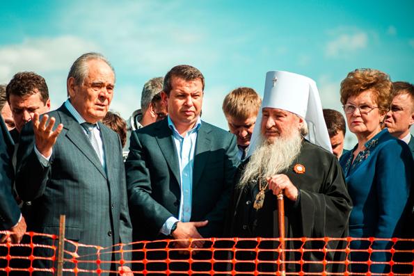 Митрополит Феофан и М. Шаймиев приняли участие в рабочем совещании по воссозданию собора Казанской иконы Богородицы