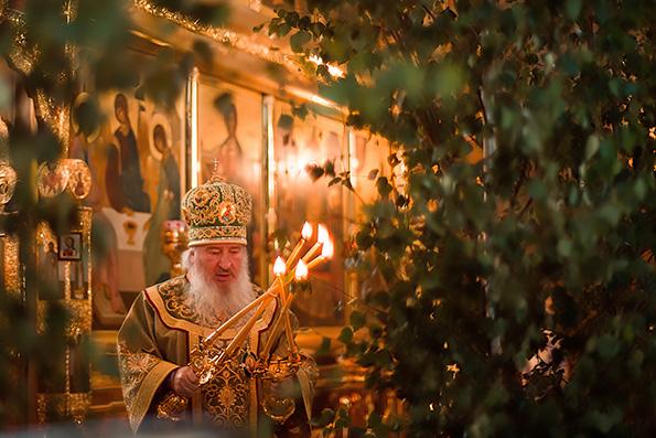 В праздник Пятидесятницы митрополит Феофан возглавил престольные торжества в Зилантовом монастыре