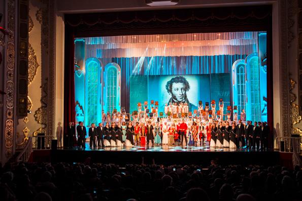 Глава Татарстанской митрополии посетил концерт, посвященный Дню русского языка