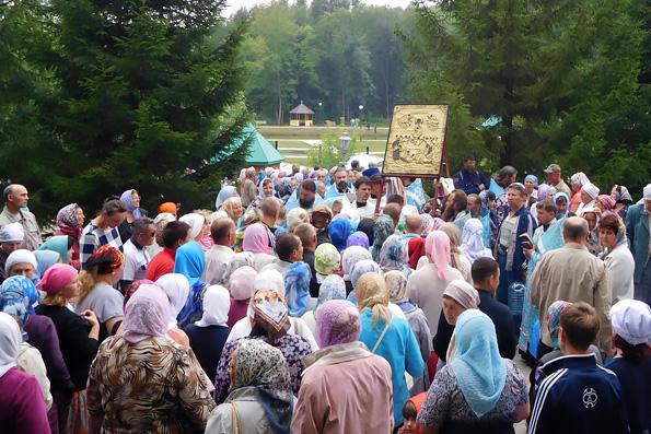 Паломники из Алексеевского совершили традиционный крестный ход до Билярска