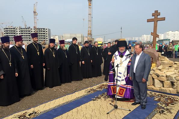 В Нижнекамске освятили крест на месте строительства нового храма