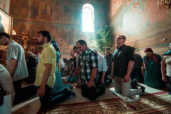 Мужчины в храме