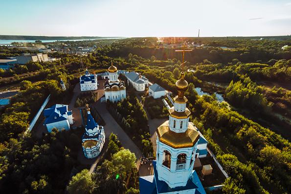 В канун праздника Успения Богородицы митрополит Феофан совершил всенощное бдение в Зилантовом монастыре