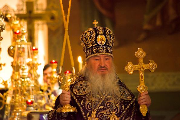 В праздник Происхождения Честных Древ Креста Господня митрополит Феофан совершил Литургию в Благовещенском соборе Казани