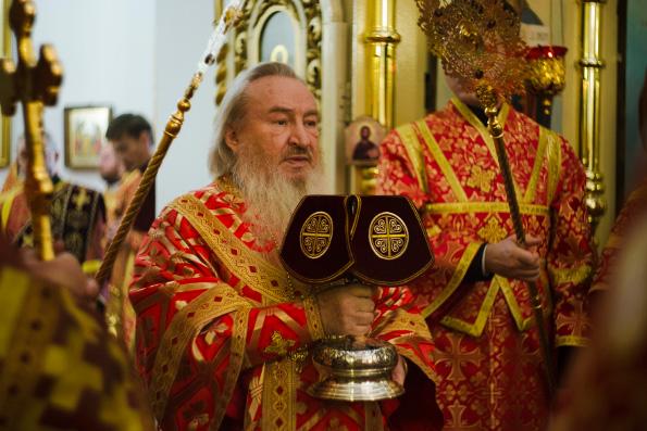Митрополит Феофан возглавил престольный праздник казанского храма мучениц Веры, Надежды, Любови и матери их Софии