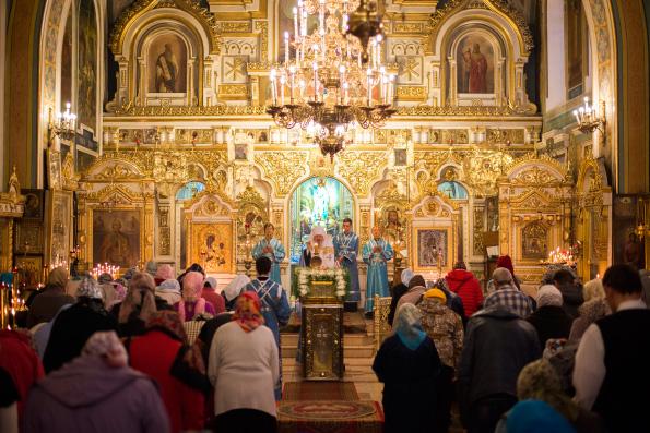 В канун праздника Рождества Богородицы митрополит Феофан совершил всенощное бдение в Никольском соборе Казани