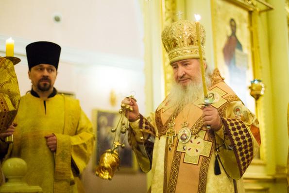 В канун Недели Торжества Православия митрополит Феофан совершил всенощное бдение в Казанско-Богородицком монастыре