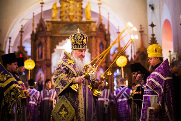 В день памяти священномученика Гермогена митрополит Феофан совершил Литургию в храме Рождества Богородицы села Высокая Гора