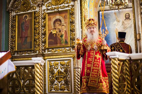 В Неделю жен-мироносиц митрополит Феофан посетил храмы Елабужского благочиния