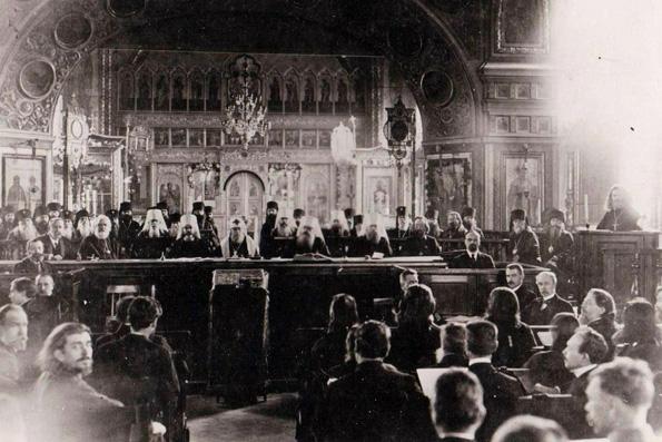 В число Отцов Поместного Собора 1917-1918 годов включены два казанских священномученика