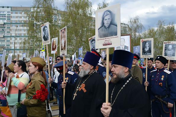 Православные челнинцы вместе с тысячами жителей автограда приняли участие в акции «Бессмертный полк»