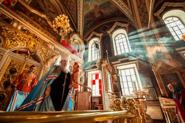 В день памяти блаженной Матроны митрополит Феофан совершил Литургию в Никольском соборе Казани