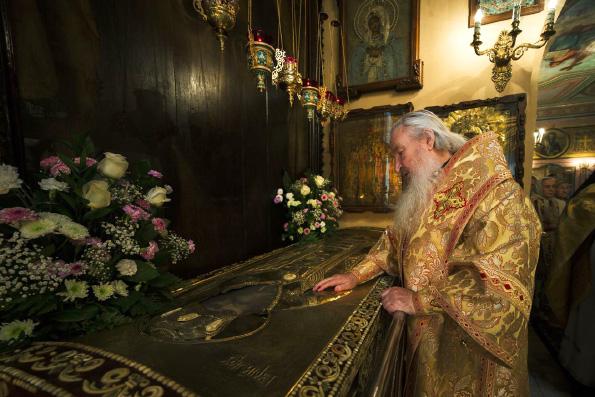 В день памяти архиепископа Казанского Гурия митрополит Феофан совершил Литургию у мощей святителя
